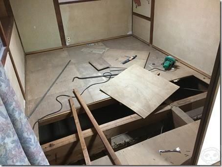 盛り上がった床の補修